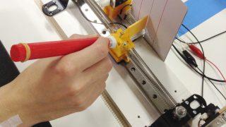 【研究紹介】どんな道具でも使いこなせるのはなぜか?「道具の身体化」を筋電図で客観的に測定する!